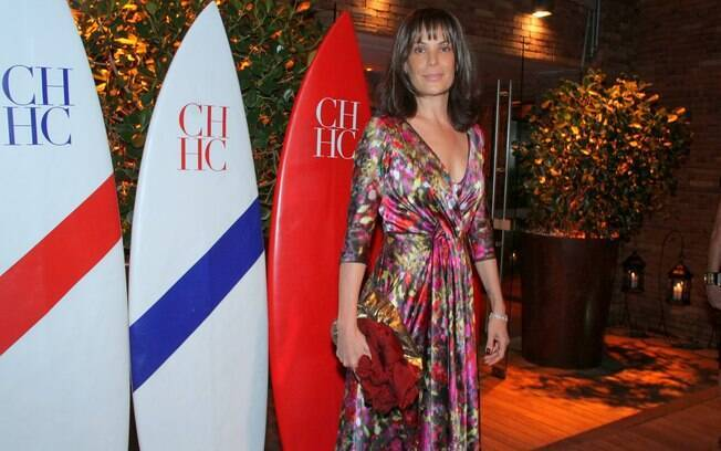 Carolina Ferraz exibe novo visual em evento nessa quarta-feira (18), no Hotel Fasano, no Rio