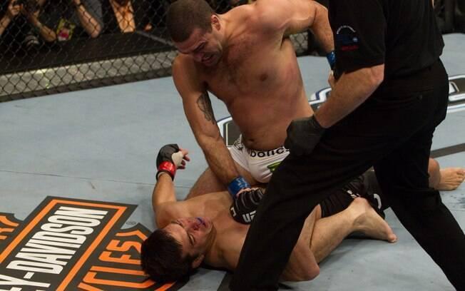 Shogun golpeia Lyoto Machida para conquistar  o título do UFC