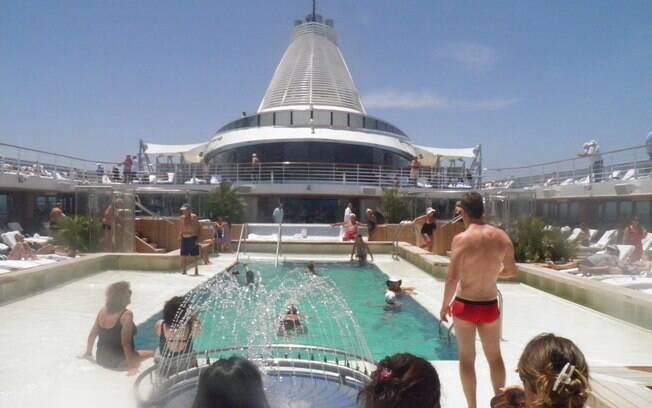 A piscina do Marina em dia de sol