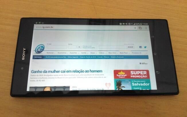 Xperia Z Ultra tem tela grande, que permite navegar na internet com mais facilidade
