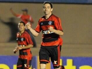 Chicão anotou um bonito gol de falta no empate contra o Goiás