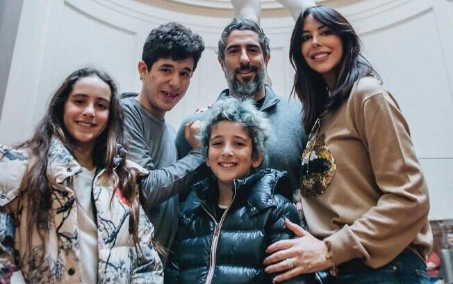 Marcos Mion com a mulher%2C Suzanna%2C e os filhos Romeo%2C Donatella e Stefano