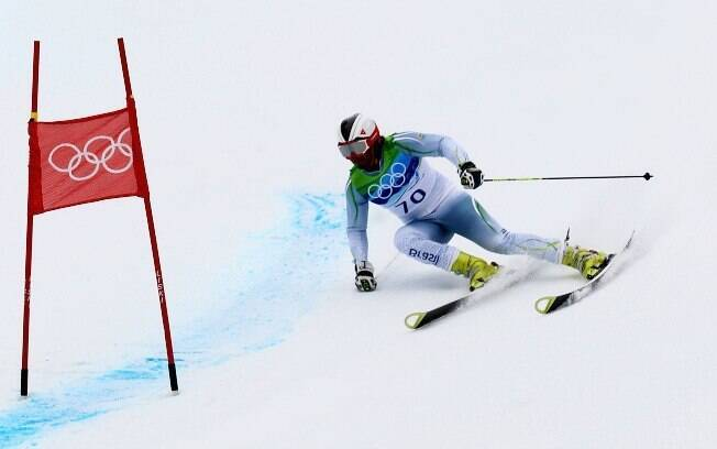 Longhi sofreu com uma lesão no ombro na  estreia olímpica em Vancouver e acabou na 56ª  colocação na prova de slalom gigante