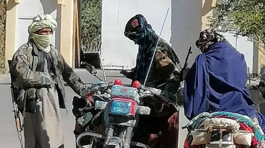 Talibã tomou a cidade de Cabul no domingo (15)