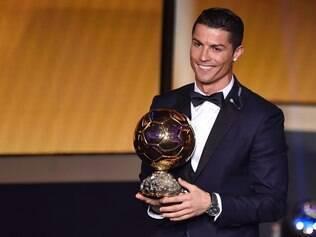 Cristiano Ronaldo é eleito o melhor jogador do mundo pela terceira vez
