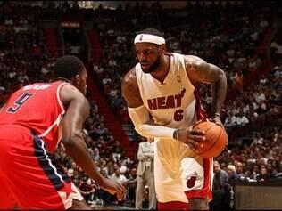 LeBron James foi o cestinha da partida com 23 pontos
