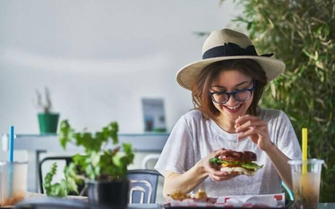 Parar de comer carne não significa abrir mão das coisas de que gosta, apenas adaptar a dieta