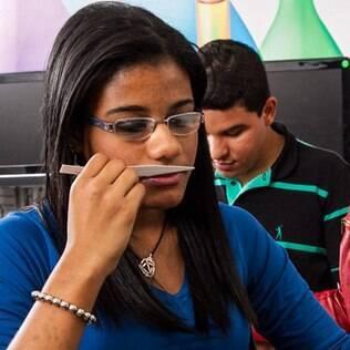 """Victoria Possidônio no curso de avaliação olfativa: """"Achei que nunca seria capaz de encontrar um emprego; hoje vivo outra realidade"""""""