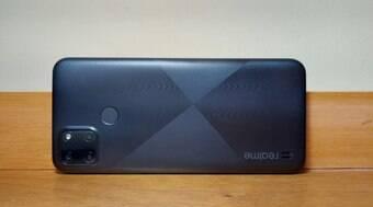 Além do visual agradável, celular faz belas fotos por cerca de R$ 1 mil