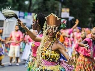 Afoxé Bandarerê trouxe um pouco da cultura do candomblé para a abertura do Carnaval