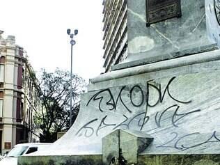 Reincidência.  Pirulito da praça Sete, no centro de Belo Horizonte, já foi pichado várias vezes