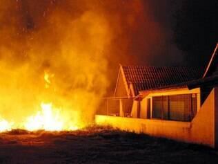 Região metropolitana. Fogo no bairro Vila da Serra, em Nova Lima, foi contido na noite de anteontem
