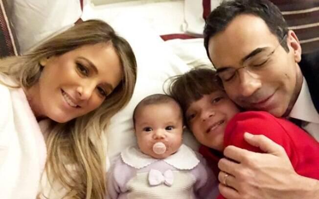 Ticiane Pinheiro e Cesár Tralli em família
