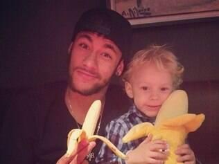 Neymar convocou seus seguidores a postar fotos com banana e foi prontamente atendido