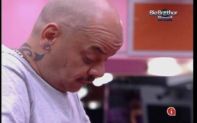 João Carvalho fala para Kelly sobre as dificuldades de ser gay
