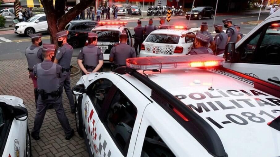Policiais durante fiscalização nas ruas Campinas.