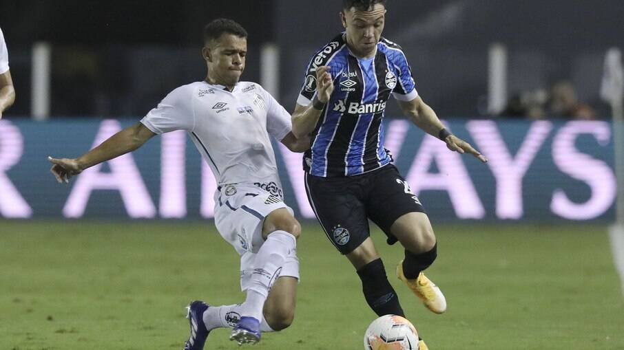 Santos x Grêmio se enfrentam na tarde de hoje