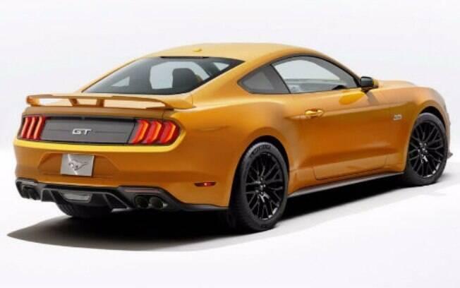 Atrás, as lanterna sque lembram as do Mustang dos anos 60 também receberam novos detalhes estéticos