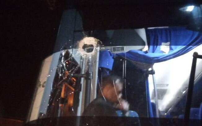 Guaidó publicou em suas redes sociais fotos que denunciam ataque a caravana que apoia ajuda humanitária na Venezuela