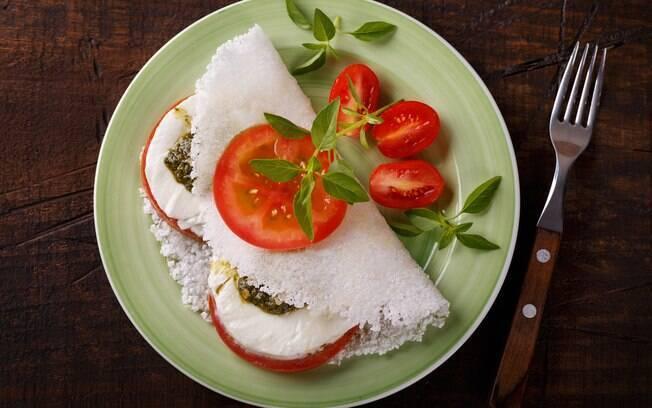 Uma das receitas com chia mais simples é a tapioca. O recheio fica a sua escolha