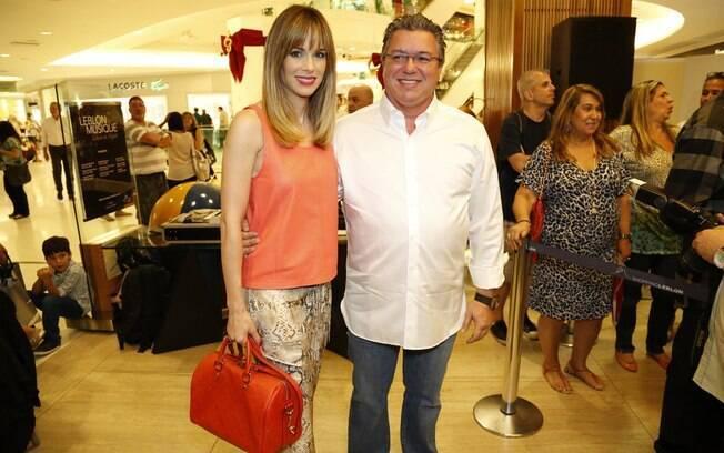 Ana Furtado e Boninho no lançamento do livro de Boni no Rio de Janeiro