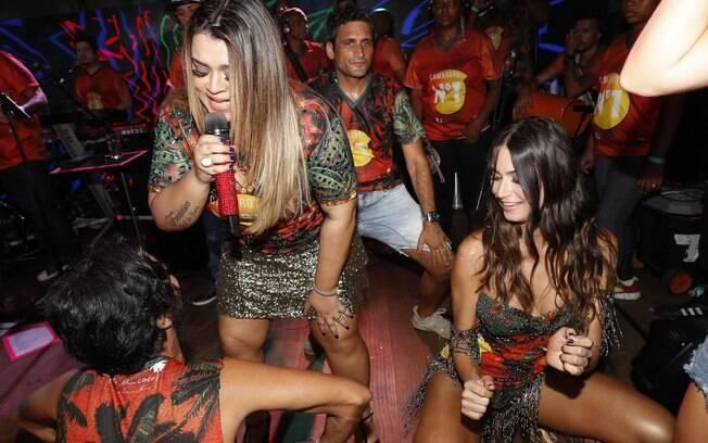 Thaila Ayala se acaba de dançar em camarote
