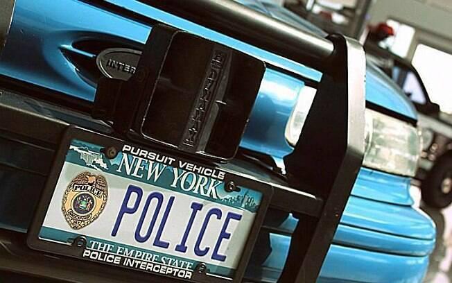 Taurus de 1995 personalizado como viatura policial de Nova York