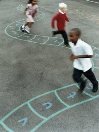 A hora do recreio, quando as crianças se encontram livres, acaba propiciando problemas diversos