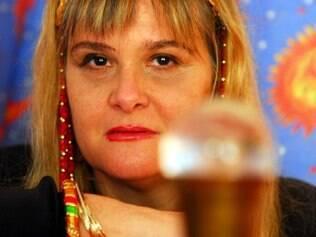 Tatiana Lima é terapeuta holística e usa a cartomancia junto com a bola de cristal