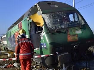 Colisão de trens deixou várias pessoas feridas na cidade suíça de Rafz