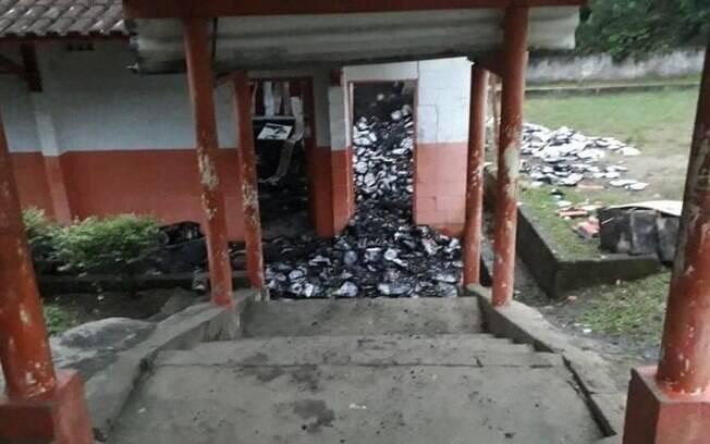 Escola Estadual Professor José Vicente Bertoli foi queimada na madrugada do último dia 14