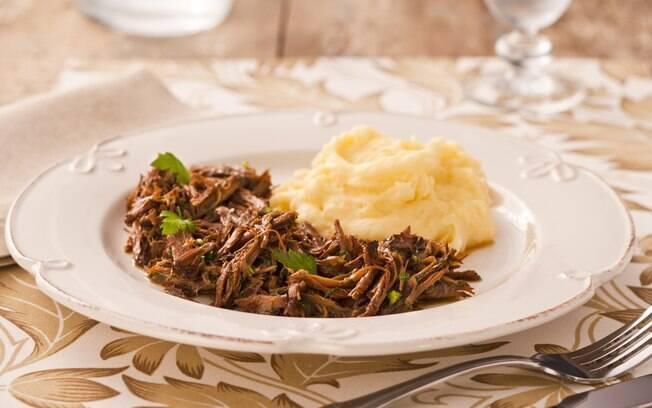Foto da receita Carne desfiada com mandioca pronta.