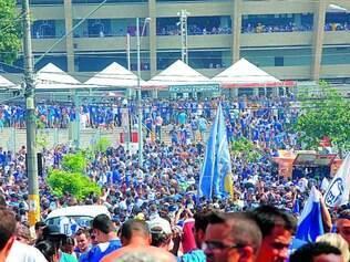 Repetição.   No ano passado, milhares de torcedores se concentraram nas ruas antes da partida decisiva