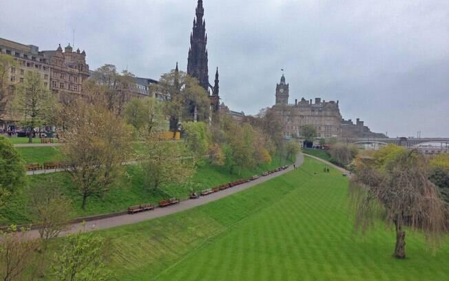 Edimburgo reserva história e ótimos passeios