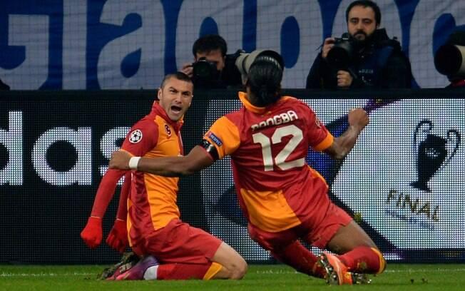 Drogba comemora com Yilmaz