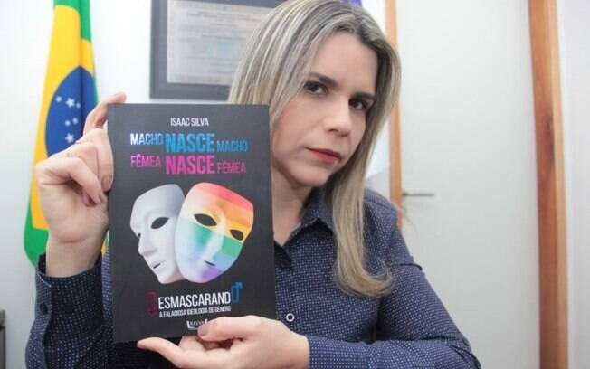 Deputada Clarissa Tércio (PSC-PE) defende que o livro é para o público cristão.