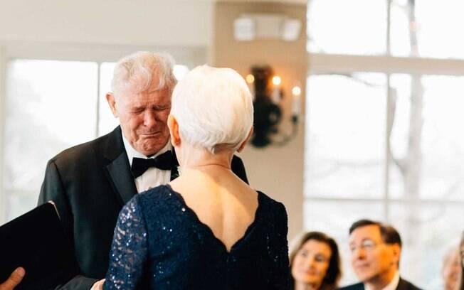 Os idosos tiveram um casamento emocionante. J.C. não conteve as lágrimas e se emocionou durante toda a cerimônia