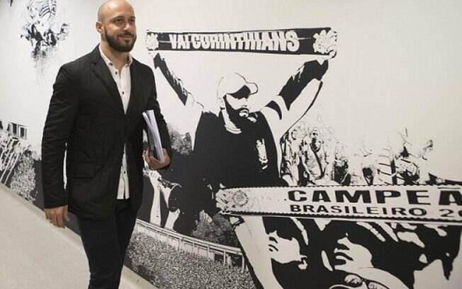 Alessandro ganha fora com Duílio para voltar ao futebol do Corinthians