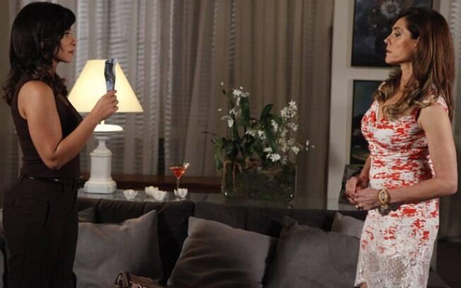 Tereza Cristina fica nervosa ao ver a foto, mas é irônica com Joana