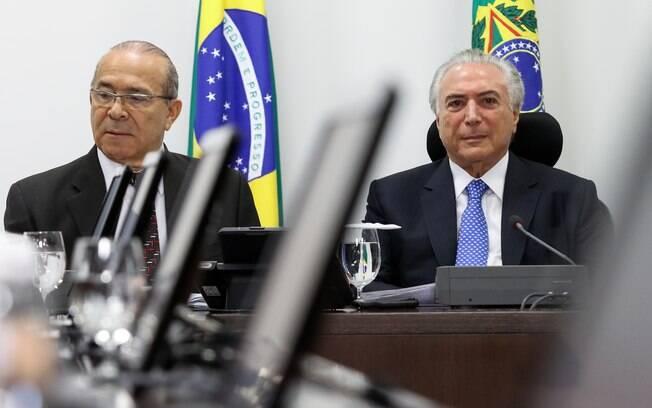 Michel Temer coordena reunião do Núcleo de Infraestrutura, no Palácio do Planalto, ao lado do ministro Eliseu Padilha