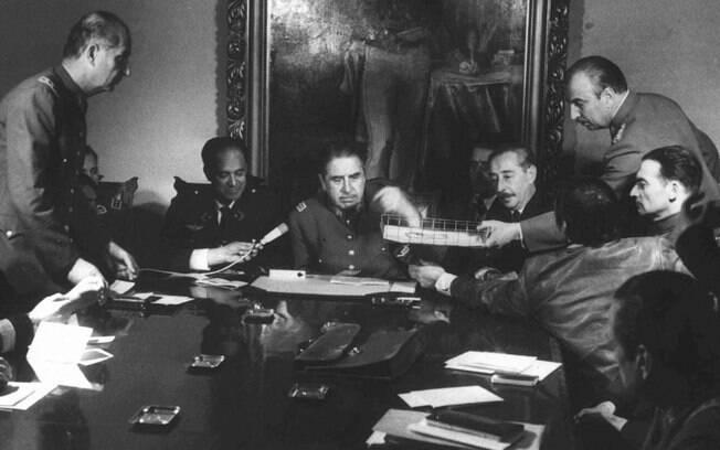Dinheiro que a família de Pinochet, ex-ditador do Chile, desviou dos cofres públicos estava distribuído em 125 contas secretas nos EUA