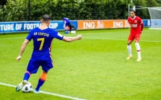 Com substituições ilimitadas e menos tempo de jogo, Fifa testa novas regras para o futebol