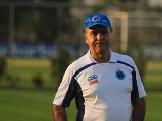 Marcelo Oliveira apenas observou os treinamentos na Toca da Raposa II