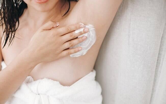 A depilação em casa pode ser feita, mas com segurança