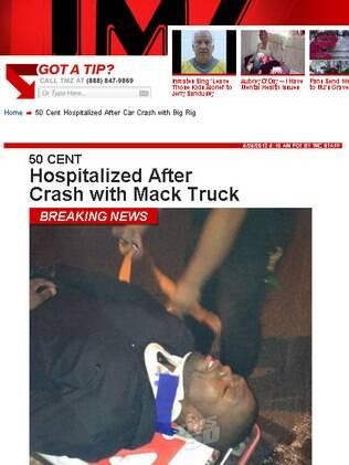 O rapper 50 Cent sendo socorrido