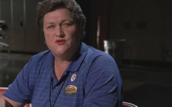 Em Glee, treinadora Shannon Beiste (Dot-Marie Jones) assumiu que é transexual e passará por Cirurgia de Readequação de Gênero