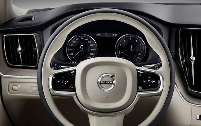 Volvo XC60 D5 vem com acabamento caprichado, com revestimento de couro e detalhes de alumínio escovado