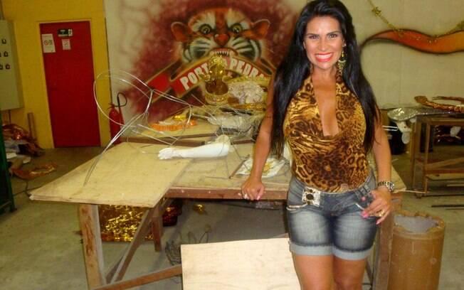 Solange Gomes visitou o barracão da Porto da Pedra nesta tarde(16)