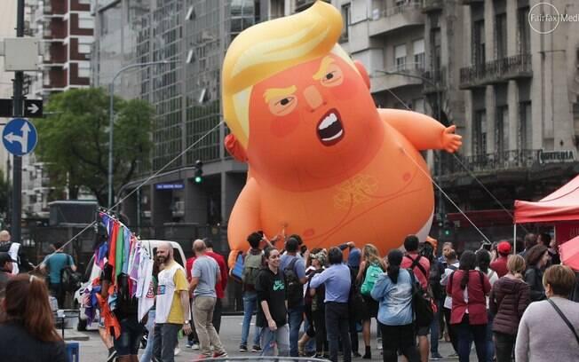 'Bebê Trump', o boneco inflável que faz referência ao presidente-americano durante protesto no G20
