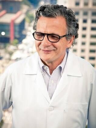 José Osmar Medina Pestana começou a trabalhar aos 8 anos, depois virou torneiro mecânico e, por fim, o médico recordista em transplante